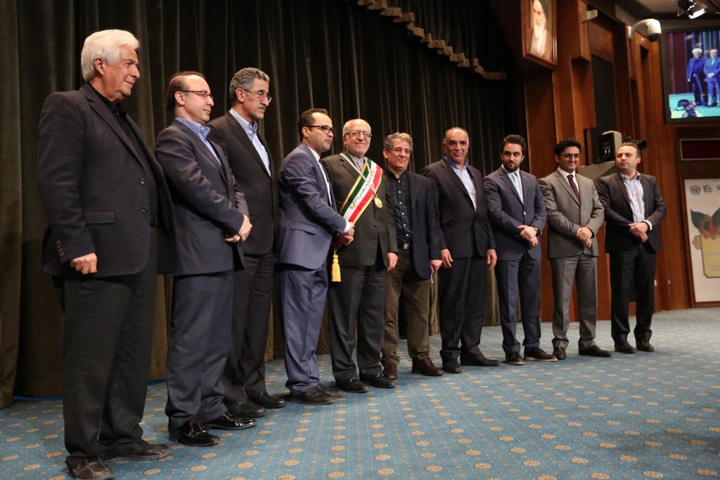 دهمین جشنواره ملی تولید کنندگان ، مدیران جوان و هشتمین دوره معرفی چهره های ماندگار صنعت ، معدن و تجارت ایران ................................ عکس: داریوش زرین خط