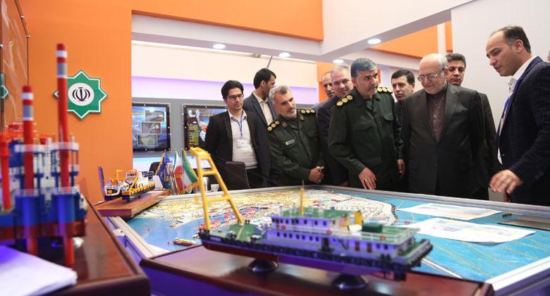 بازدید وزیر صنعت، معدن و تجارت از نمایشگاه دستاوردهای سپاه